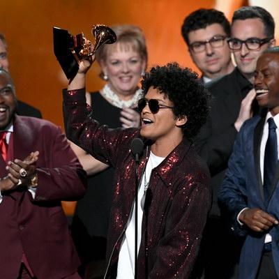 Бруно Марс получил шесть наград «Грэмми»