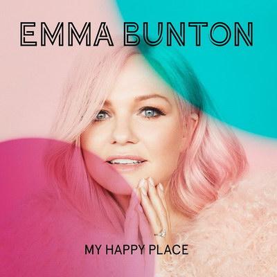 Эмма Бантон спела с мужем и сыном (Видео)