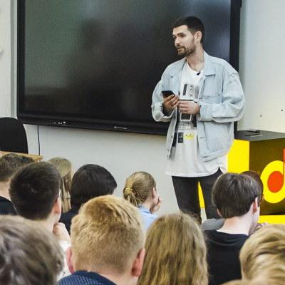 Noize MC провел открытый урок музыки в московской школе