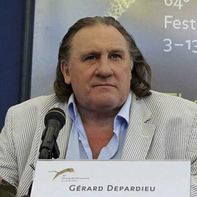 Жерар Депардье продает своё вино и статуэтку Обеликса