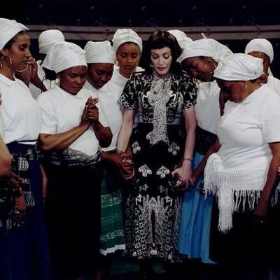 Мадонна спела национальную музыку Кабо-Верде (Видео)