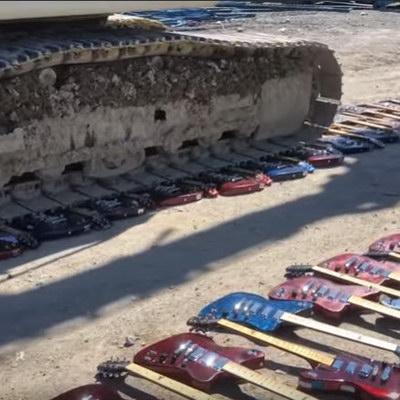 Сотни гитар Gibson уничтожили бульдозером (Видео)